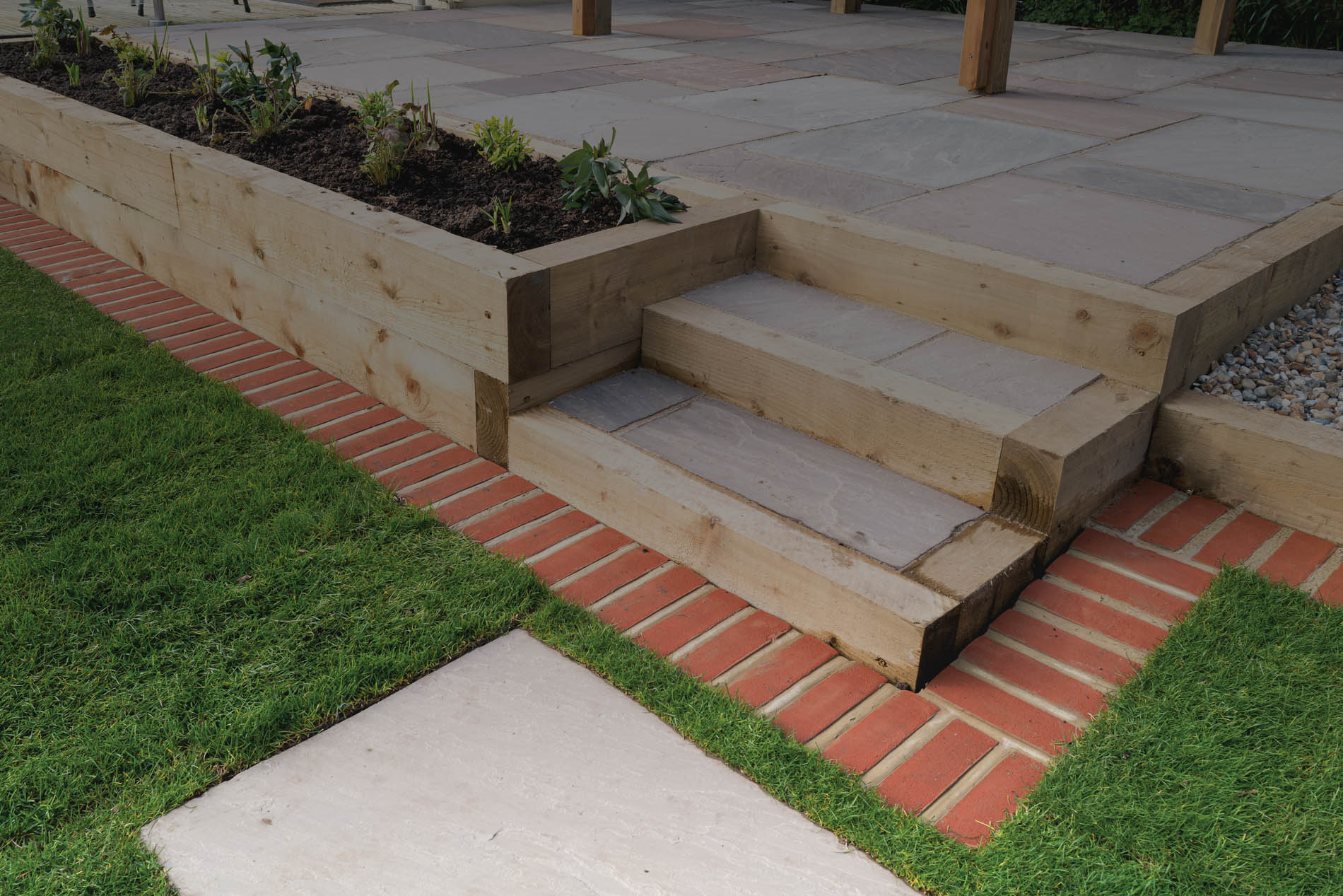 Sleepers for retaining with steps